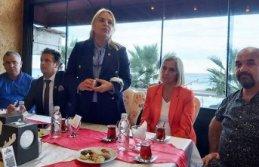 Yakakent'in sahil esnafı, derdini CHP'ye anlattı: