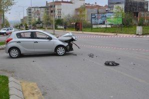Belediye aracı İle Otomobil Çarpıştı