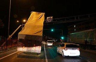Damperi açılan kamyon kameraların bulunduğu direğe...