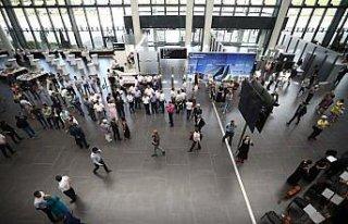 ESTA'nın inşa ettiği havalimanının açılışını...