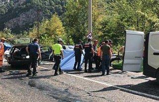 GÜNCELLEME - Karabük'te trafik kazası: 2 ölü,...