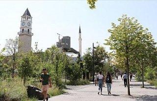 Tiran'daki Osmanlı mirası Saat Kulesi, şehrin...