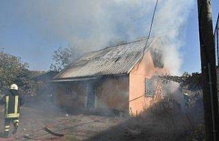 Samsun'da evde çıkan yangın okula sıçramadan...