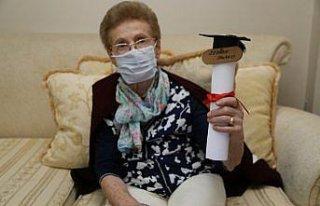 Okuma hevesini yitirmeyen 84 yaşındaki kadın liseden...