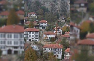 Tarihi Osmanlı kasabası Mudurnu'da sonbahar
