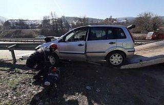 Karabük'te bariyere saplanan otomobilin sürücüsü...