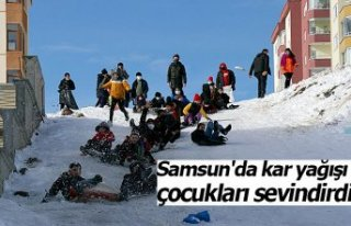 Samsun'da kar yağışı çocukları sevindirdi