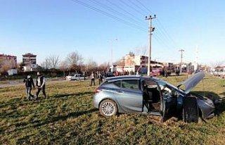 Samsun'da iki otomobile çarpan tır su kanalına...