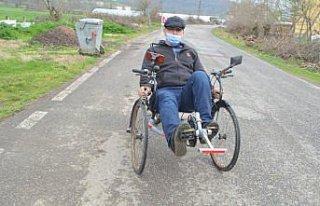 Hurda malzemelerden yaptığı üç tekerlekli bisiklet...