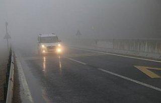 Bolu Dağı'nda sis ve sağanak nedeniyle görüş...
