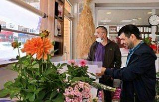 Samsun'da çiçekçiler Anneler Günü dolayısıyla...