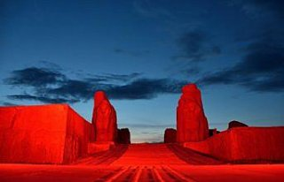 Alacahöyük Antik Kenti, Kızılay'ın kırmızı...