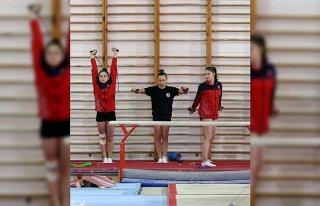 Artistik cimnastikte genç kadınlar ve büyükler...