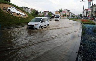Bolu'da sağanak su baskınlarına neden oldu