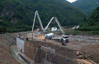 Yağlıdere-Alucra kara yolunda hasar onarım çalışmalarına...