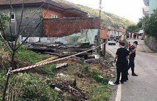 Zonguldak'ta yıkılan duvarın altında kalan kişi...