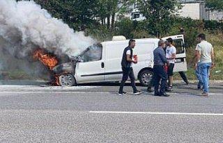 Anadolu Otoyolu'nda yanan hafif ticari araç kullanılamaz...