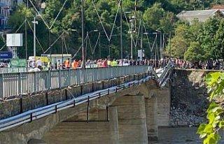 Ayancık'ta selden zarar gören köprü yaya...