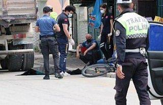 Bolu'da kamyonun çarptığı bisikletli çocuk hayatını...