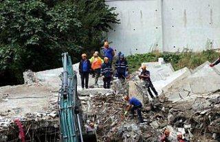 Bozkurt'ta selde yıkılan apartmanda arama kurtarma...