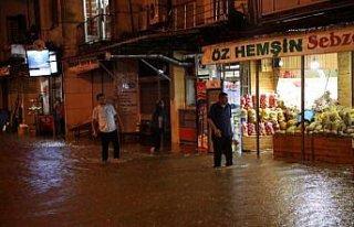 Rize'nin Pazar ilçesinde şiddetli yağış nedeniyle...
