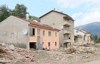 Sel felaketi nedeniyle 40 evin yıkıldığı Babaçay...