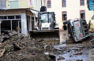Sel felaketinin yaşandığı Bozkurt'ta enkaz kaldırma...