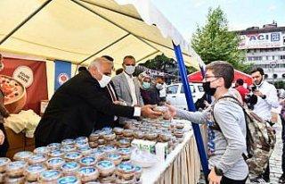 Trabzon'da vatandaşlara aşure ikram edildi