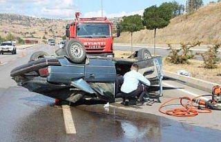 Amasya'da devrilen otomobilin sürücüsü yara almadan...