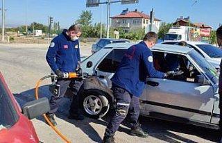 Amasya'da iki otomobilin çarpıştığı kazada 5...