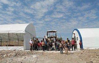 Amasya'da tarım işçilerinin çocukları için çadırkentte...
