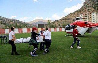 Ambulans helikopter Gümüşhane'deki entübe hasta...