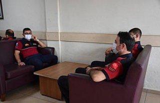 Antalya'daki orman yangınlarında görev alan itfaiyeci,...