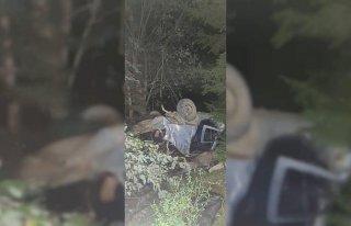 Artvin'de uçuruma yuvarlanan otomobildeki bir kişi...