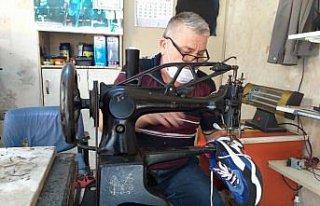 Ayakkabı imalatı ve tamirciliği mesleğini 43 yıldır...