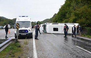 Bartın'da işçi servisinin devrildiği kazada 11...