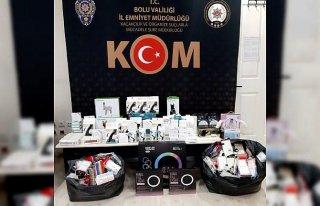 Bolu'da çok sayıda kaçak cep telefonu ve elektronik...