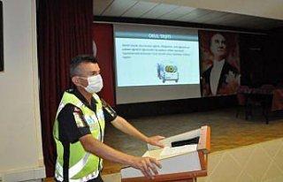 Boyabat'ta okul servisi sürücülerine seminer verildi