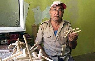 Çiftçilik yaparken kullandığı tarım aletlerinin...