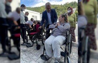 Engelli selzedeye akülü tekerlekli sandalye hediye...