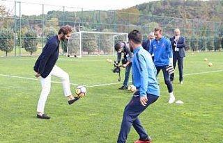 Hamit Altıntop'tan İşitme Engelliler Milli Futbol...