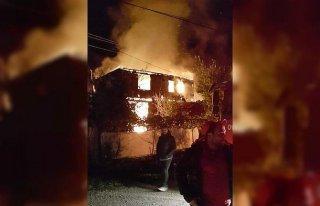 Karabük'te çıkan yangında tek katlı ev kullanılamaz...