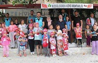 Taşova'da İyilik Hareketi gönüllüleri köy çocuklarına...