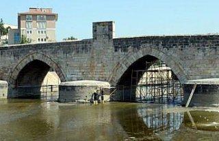 Tokat'ta 771 yıllık Hıdırlık Köprüsü'nde restorasyon...