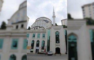 Trabzon'da camiden ayakkabı hırsızlığı kameraya...