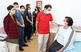 Zonguldak'ta kulak kemiğinde tümör bulunan hemşire...