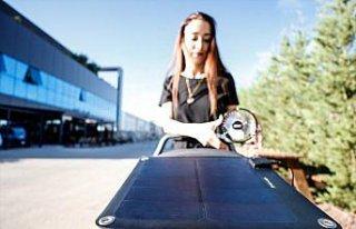 Bebek arabaları minyatür güneş paneliyle elektrik...