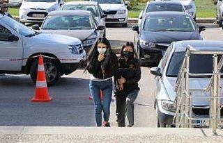 Bolu'da kadın yolcunun çantasından 3 bin 80 uyuşturucu...