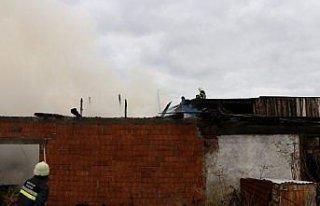 Bolu'da, odunlukta çıkan yangın evlere sıçramadan...