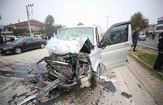 Düzce'de iki minibüsün çarpıştığı kazada...